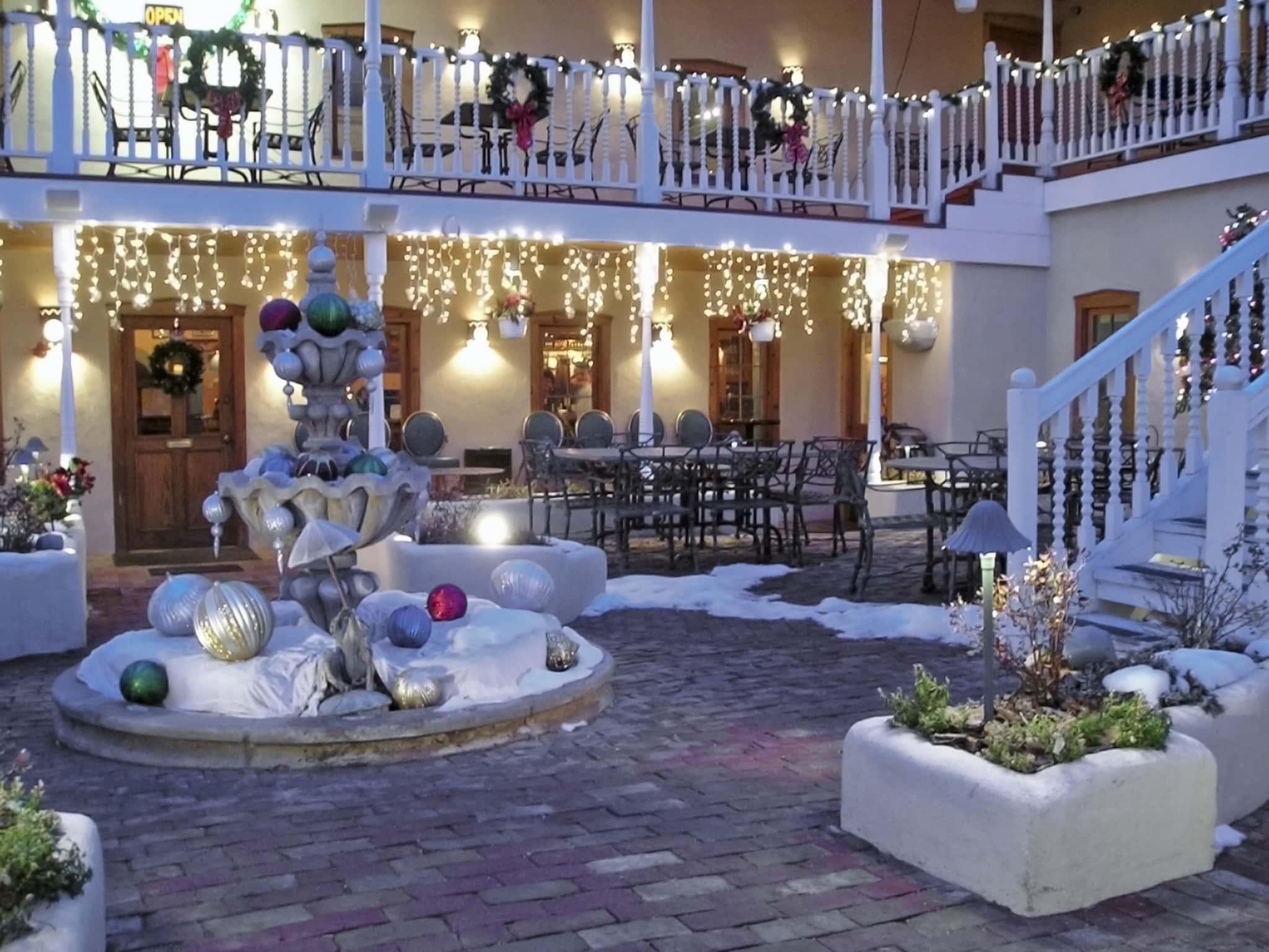 Restaurant Christmas Decorations Ideas.Christmas Decorations On A Restaurant Patio Jenn Davida